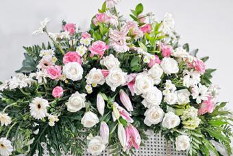 https://cf.ltkcdn.net/dying/images/slide/217271-704x469-Flower-decoration.jpg