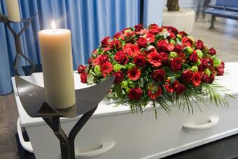 https://cf.ltkcdn.net/dying/images/slide/217272-704x469-Coffin-in-morgue.jpg