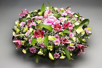 https://cf.ltkcdn.net/dying/images/slide/217278-704x469-Funeral-flower-arrangement.jpg