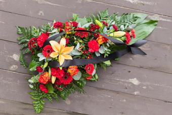 https://cf.ltkcdn.net/dying/images/slide/217287-704x469-Flowers-for-funeral.jpg