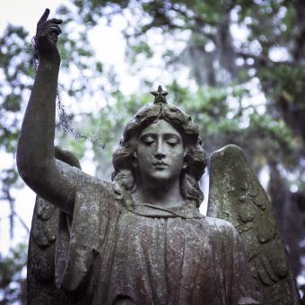 https://cf.ltkcdn.net/dying/images/slide/245081-850x850-angel-statue.jpg