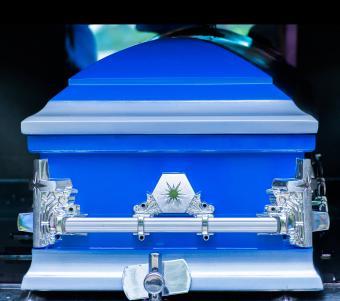 https://cf.ltkcdn.net/dying/images/slide/248966-850x753-10-pictures-burial-casket.jpg