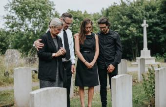 What to Wear to a Funeral in the Summer: 8 Outfit Ideas