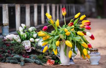 Easy Ways to Secure Flowers in a Cemetery Vase
