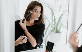 Funeral Makeup Tips for an Appropriate Look