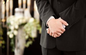 Proper Funeral Etiquette for Estranged Family Members