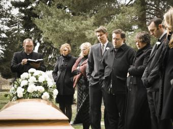 Planning a Graveside Service to Say Your Goodbyes