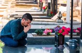 Graveside Prayers to Bring Peace in Times of Grief