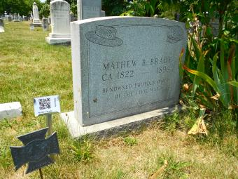Digital Headstone Options: Using Tech to Memorialize