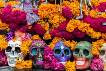 6 Customary Day of the Dead Colors & Their Meanings