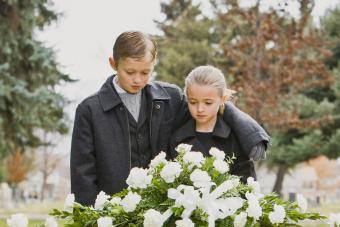 How Does the Death of a Parent Affect a Child? Overview by Age
