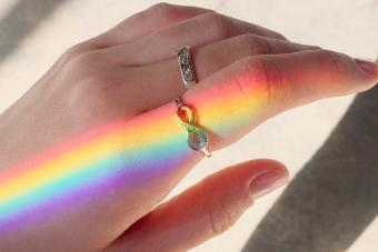 https://cf.ltkcdn.net/dying/images/slide/281639-850x566-grieving-gifts-infinte-ring.jpg