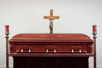 https://cf.ltkcdn.net/dying/images/slide/74455-849x565-burial2.jpg