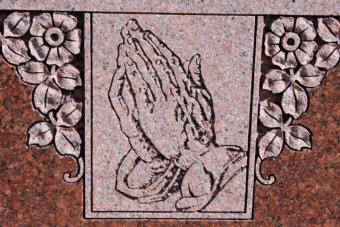 https://cf.ltkcdn.net/dying/images/slide/74587-640x428-headstone2.jpg