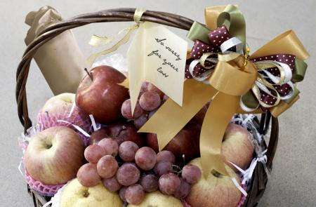 fruit basket with crackers