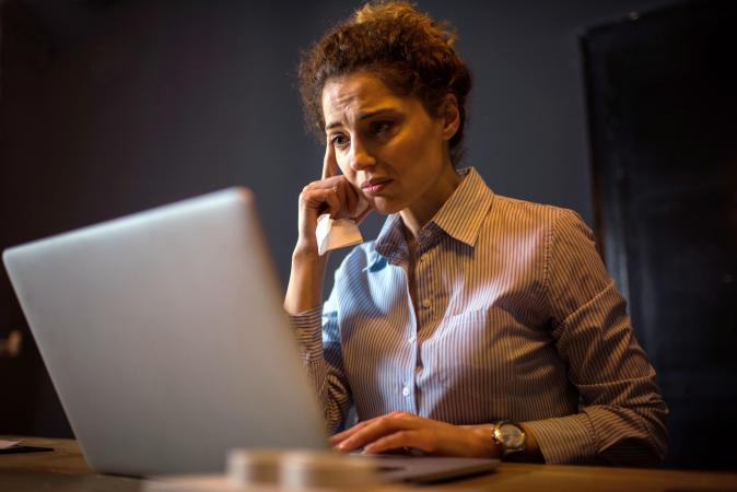 woman online grieving