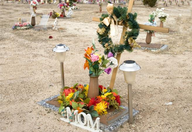 Tips On Selecting Decorative Solar Powered Grave Lights Lovetoknow