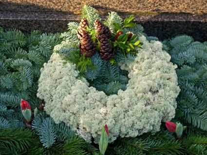 grave blanket with wreath