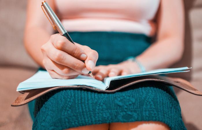 woman writing eulogy