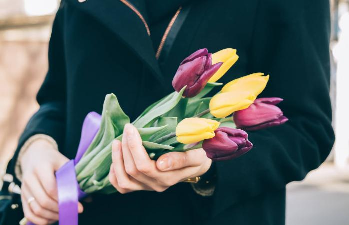 Bouquet of tulips in female hands