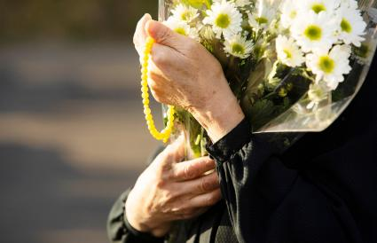 flowers to memorial service