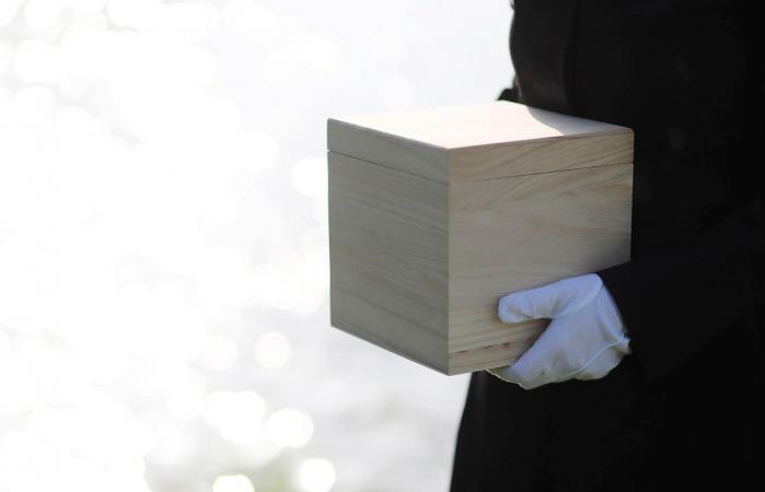 Mourner holding urn