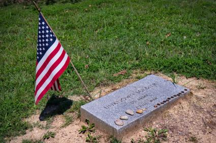 Coins left on Civil War grave of unknown soldier