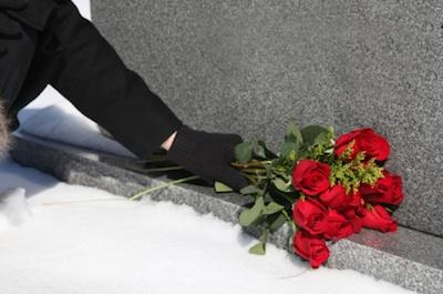 Death ritual: roses placed at the graveside.