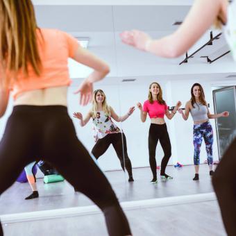 https://cf.ltkcdn.net/ejercicio/images/slide/255926-850x850-12-mejores-ejercicios-bajo-impacto.jpg