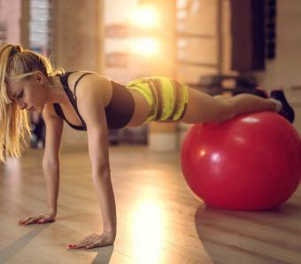 https://cf.ltkcdn.net/ejercicio/images/slide/255974-850x744-ejemplos-ejercicios-pilates-6.jpg