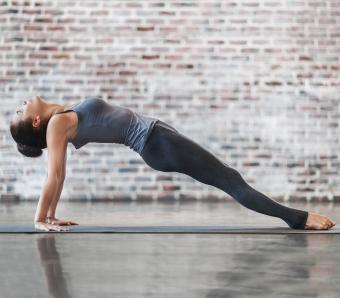 https://cf.ltkcdn.net/ejercicio/images/slide/255977-850x744-ejemplos-ejercicios-pilates-9.jpg