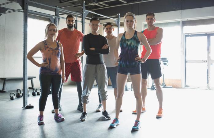 Grupo de personas en el gimnasio
