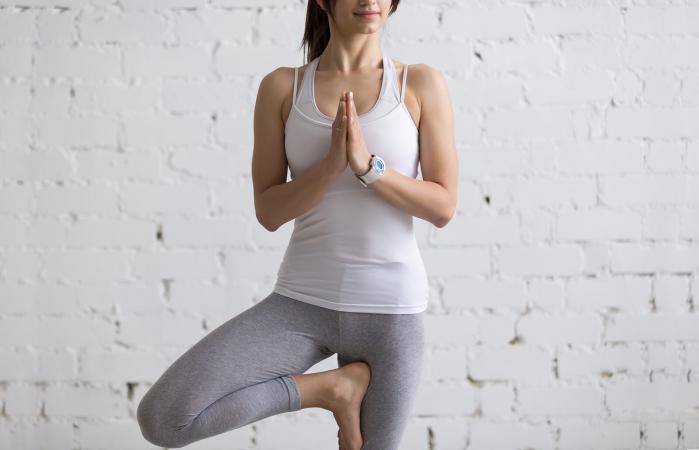 pose de árbol de yoga