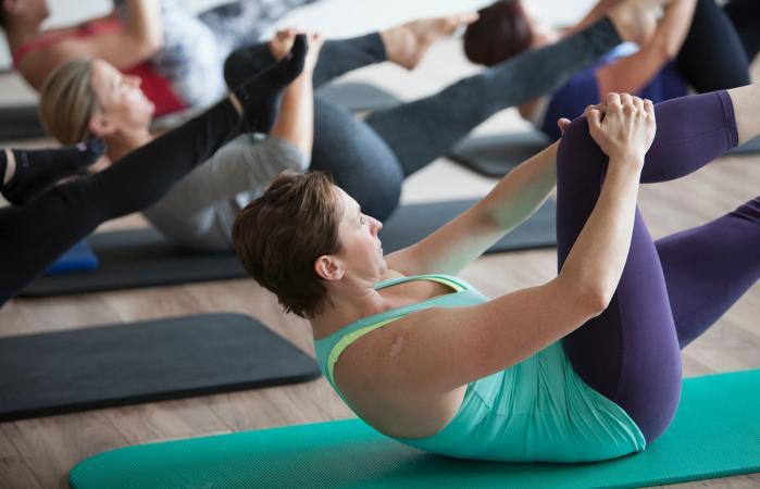 Mujeres en clase de pilates