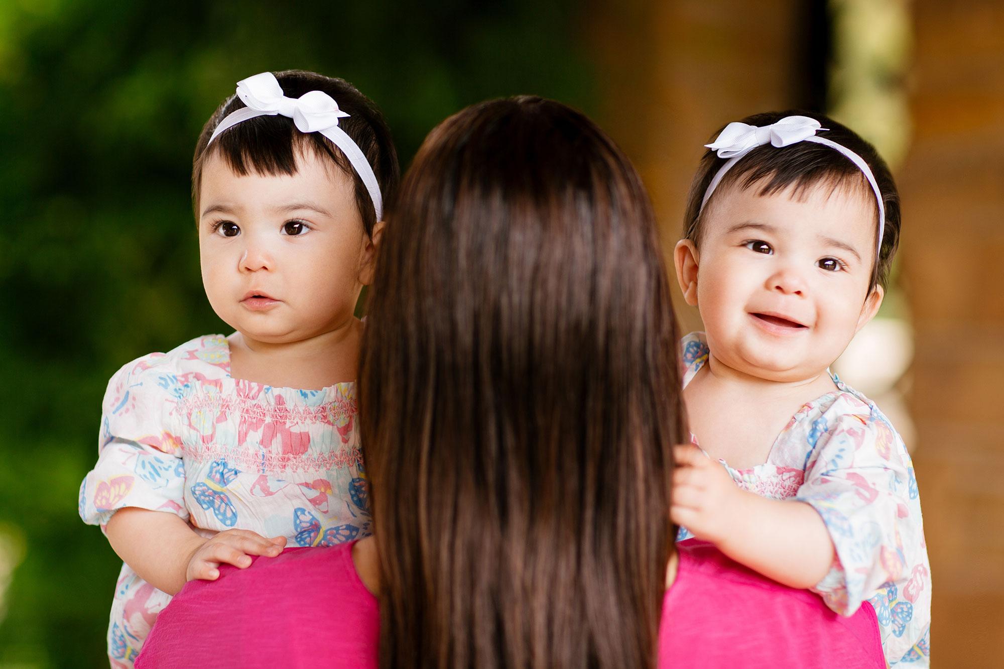 madre-con-gemelas.jpg