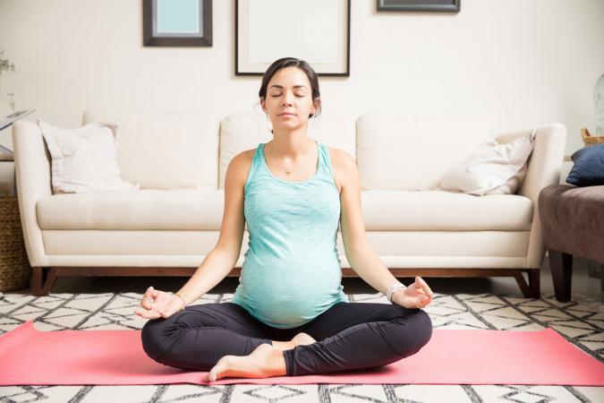 Mujer en meditación relajante
