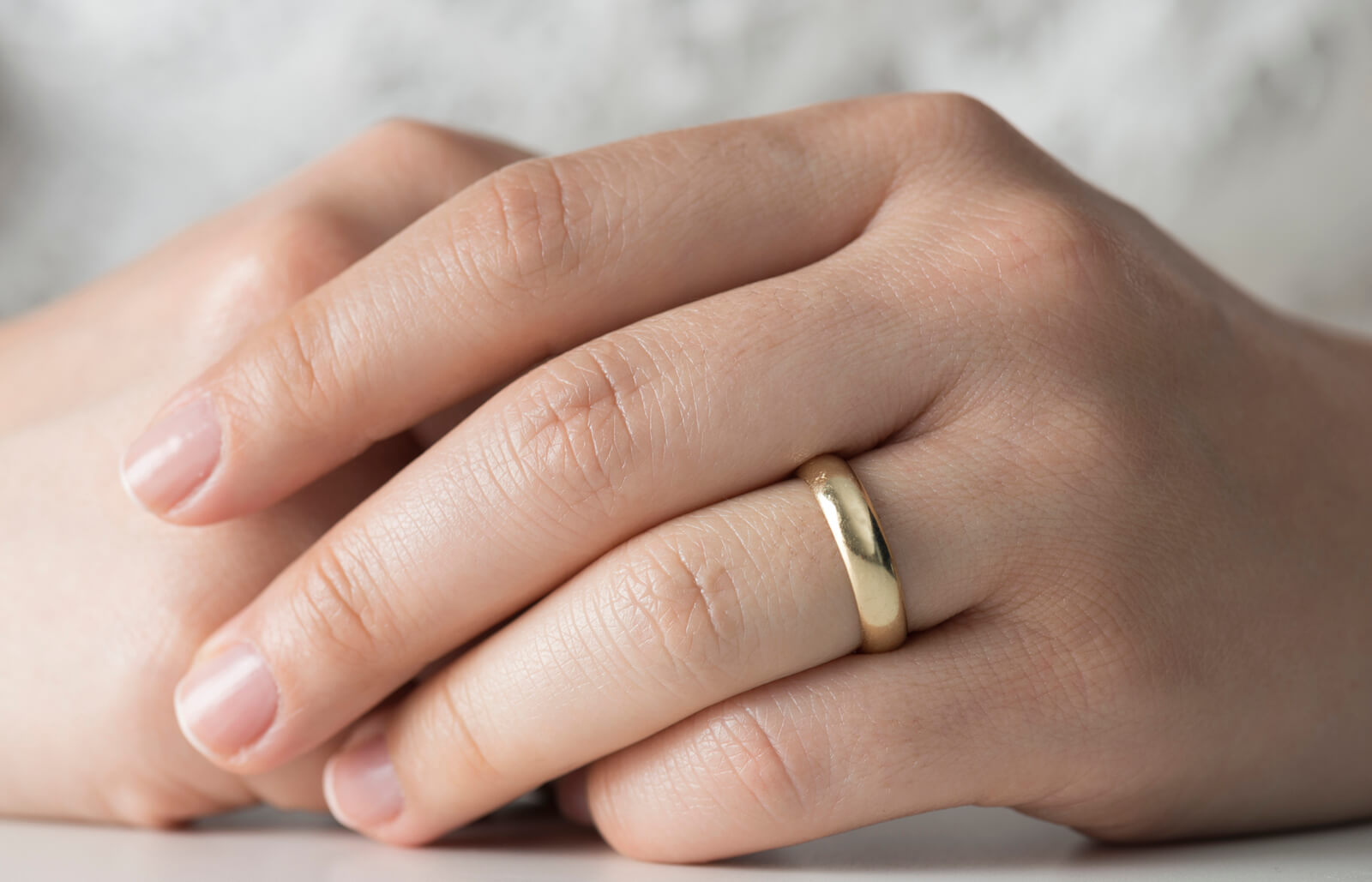 Which Hand Does A Wedding Ring Go On.How Should A Wedding Ring Fit Lovetoknow