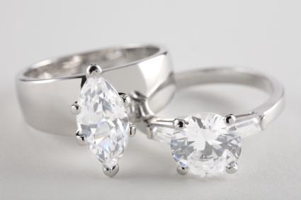 https://cf.ltkcdn.net/engagementrings/images/slide/141813-425x282-Two-Diamond-Engagement-Rings.jpg