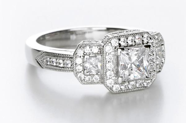 https://cf.ltkcdn.net/engagementrings/images/slide/161544-600x399-classictwistprincutdiamond.jpg