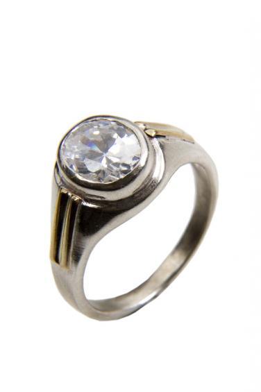https://cf.ltkcdn.net/engagementrings/images/slide/172530-376x565-two-tone-diamond-ring.jpg