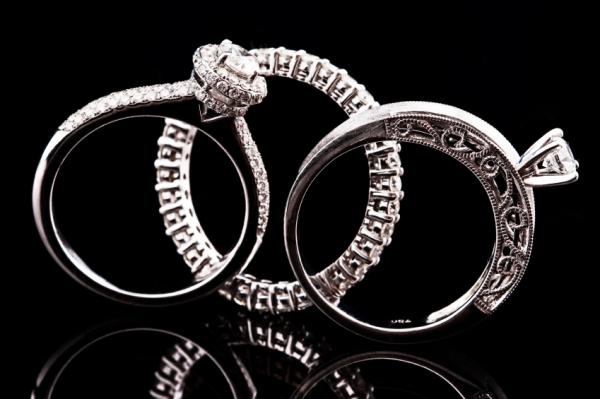 https://cf.ltkcdn.net/engagementrings/images/slide/172552-600x399-three-rings.jpg