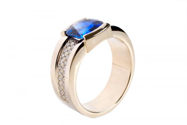 Awesome White Gold Wedding Band With Sapphire