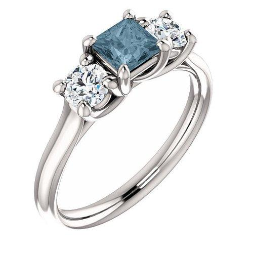 https://cf.ltkcdn.net/engagementrings/images/slide/179390-500x500-blue-and-white-diamond.jpg