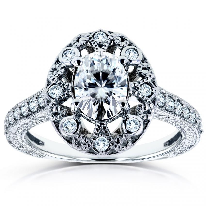 https://cf.ltkcdn.net/engagementrings/images/slide/205371-850x850-moissanite-vintage-ring.jpg