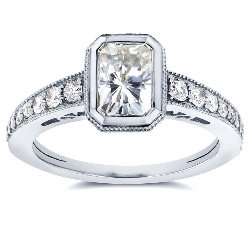 https://cf.ltkcdn.net/engagementrings/images/slide/205372-850x850-bezel-set-moissanite-ring.jpg