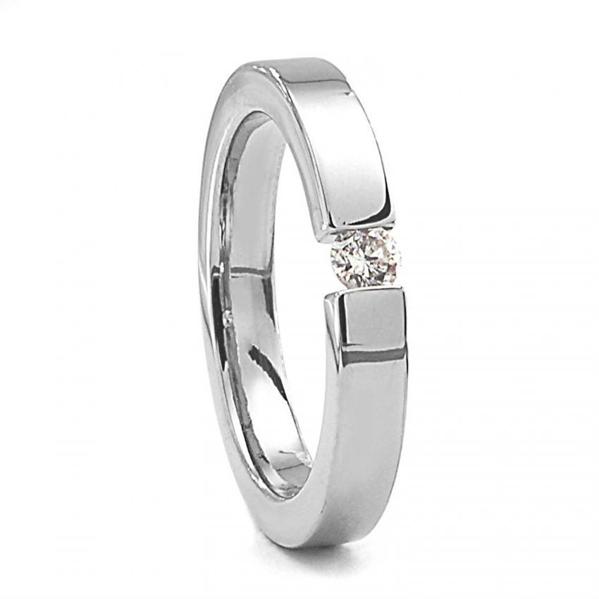 https://cf.ltkcdn.net/engagementrings/images/slide/206736-850x850-tension-set-ring.jpg