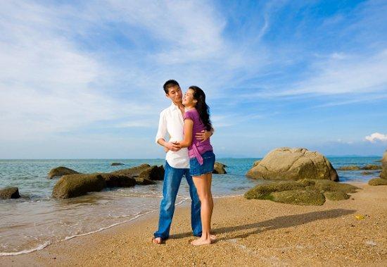 https://cf.ltkcdn.net/engagementrings/images/slide/39271-550x379-beachen2.jpg