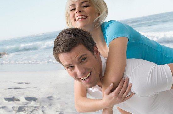 https://cf.ltkcdn.net/engagementrings/images/slide/39273-550x365-beachen3.jpg