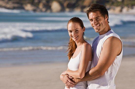 https://cf.ltkcdn.net/engagementrings/images/slide/39279-550x366-beachen4.jpg