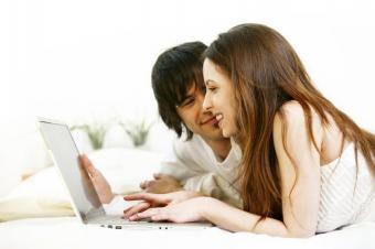 https://cf.ltkcdn.net/engagementrings/images/slide/137397-849x565r1-ring-shopping-online.jpg